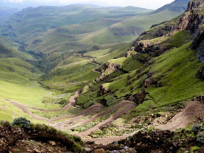 Widok na Przełęcz Sani w Górach Smoczych