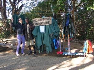 Wypożyczalnia płaszczów przeciwdeszczowych przy Wodospadzie Wiktorii